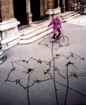 Fahrradgrafik vor der Wiener Staatsoper